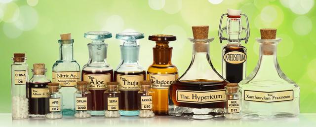 Misture alchemiche liquide in ampolle tradizionali