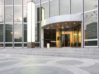 ingresso edificio commerciale
