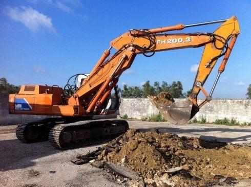 Escavatore in area di progetto
