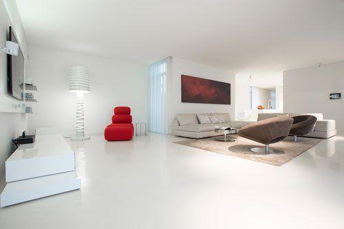 salotto arredato ed elegante con pavimento bianco
