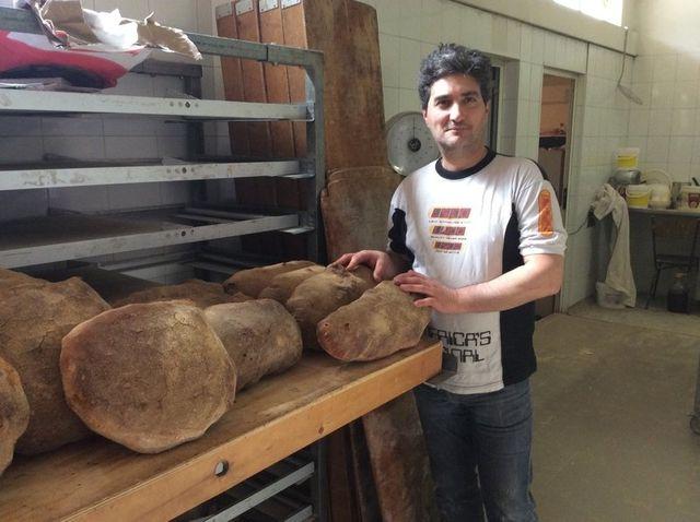 Visitando il nostro punto vendita è possibile trovare sempre pane di varie qualità, dal classico pane bianco a quello di grano duro, sino al più particolare ai cinque cereali o alle noci.