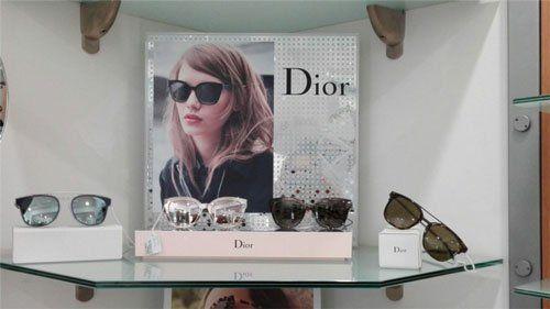 degli occhiali da sole della marca Christian Dior