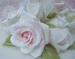 Wedding Cake Flowers Bristol, Bath, Gloucester, Somerset by Anne Gliddon