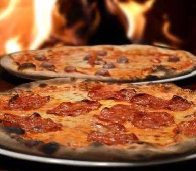 pizzeria con forno a legna, pizza, pizza forno legna