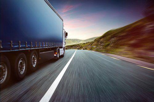 camion su una autostrada