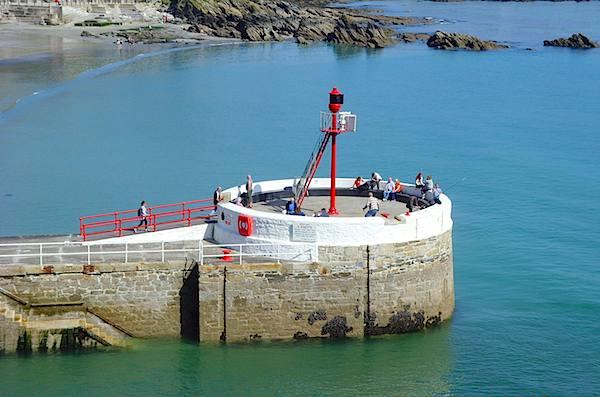 Deep Blue Shore Looe Cornwall - Banjo Pier