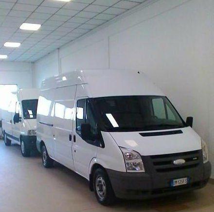 due furgoni bianco