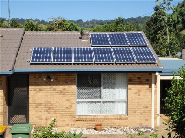 solar panel instal on the roof of a house