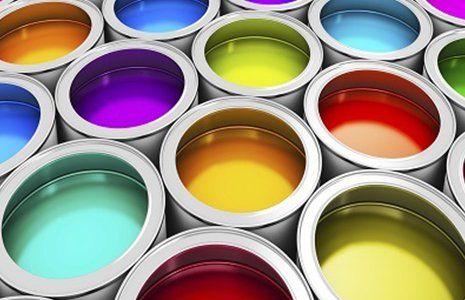 barattoli di vernice  di vari colori
