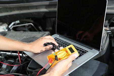 Realizzando diagnosi del motore controllato da computer