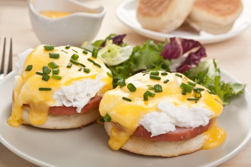 Eggs Benedcit on english muffin with ham
