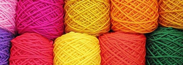 Gomitoli di lana di vari colori
