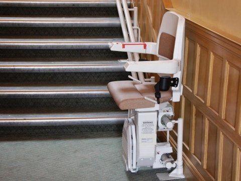 Montascale con monorotaia per scale