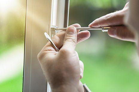 Installazione di una finestra in alluminio nella provincia di Ancona