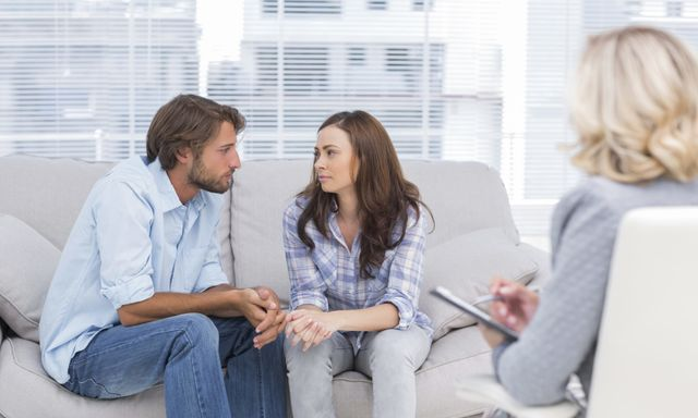Couples therapy expert with client