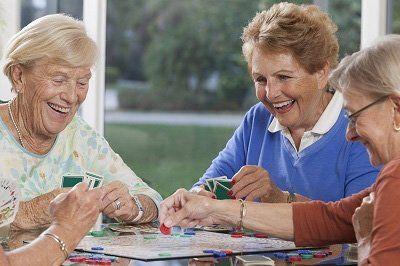 Donne anziane che giocano a carte Monte Compatri