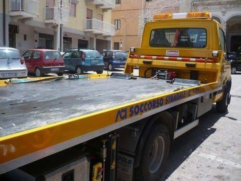 un carro attrezzi visto di lato