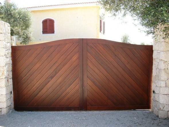cancello in legno massello