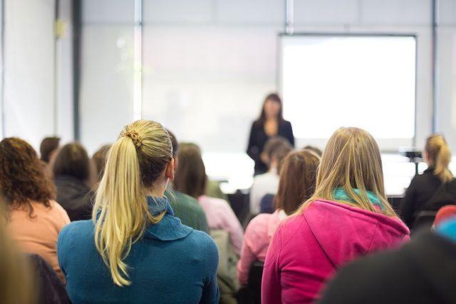 Studenti assistono a un corso di formazione