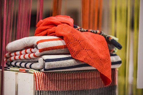 pila di asciugamani colorati
