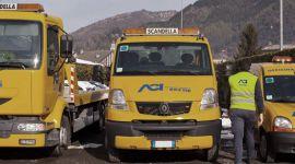 mmezzi per il soccorso stradale, operatore di spalle, carro attrezzi
