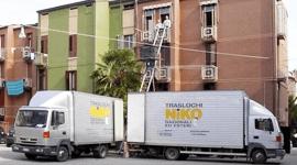 due camion di traslochi
