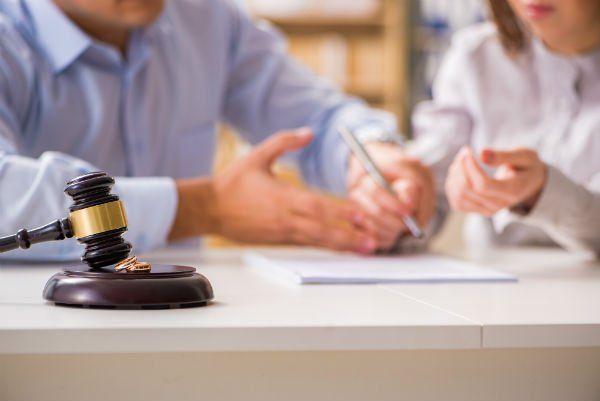 Mazzo della giustizia e due alleanze matrimoniali