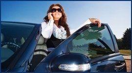 automobilista chiama autosoccorso