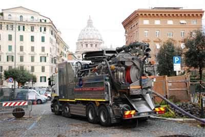Camion per la pulizia fosse biologiche