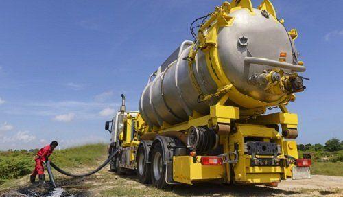 Camion per trasporto di rifiuti liquidi