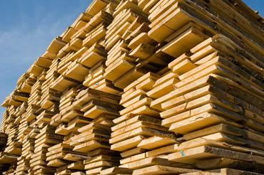 tavole di legno impilate
