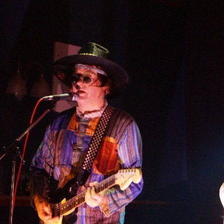 Mick – Freddie Fuzzbox – guitar & vocals