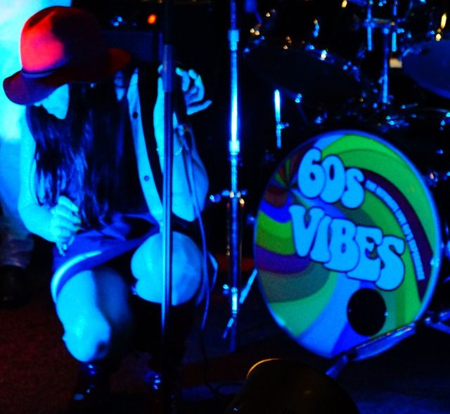 Dee – Ms 60s – vocals & percussion