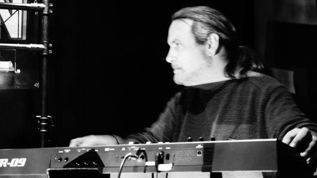 Andy – Mr Keys – keyboards