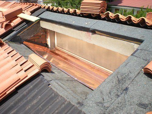 Un tetto in fase di costruzione