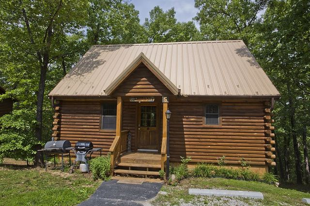 Why You Must Book Cabin Dreams For Your Romantic Getaway