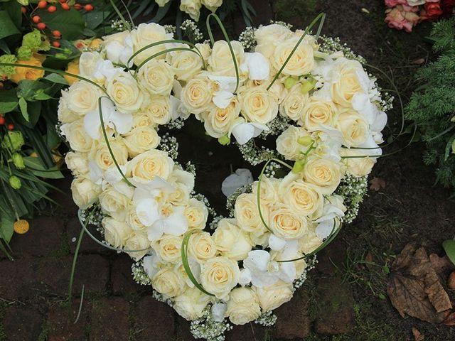 addobbo floreale per funerale