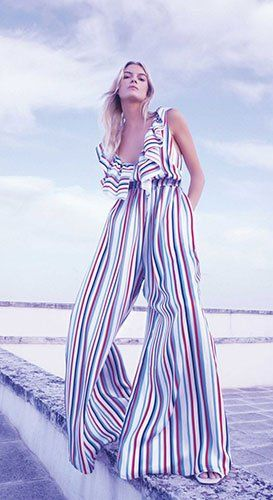 6c9567288894 Il punto vendita propone una ricca collezione di capi d  abbigliamento per  la donna di taglia regolare.