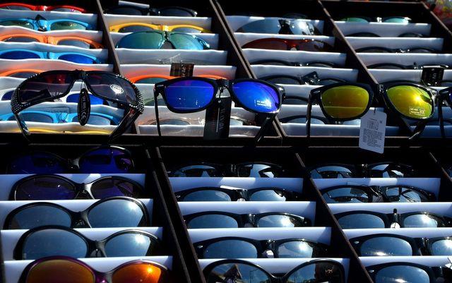 aea5c37975 Razones por las que no es buena idea usar lentes de sol imitación
