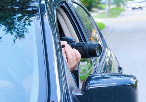 Prendendo foto in segreto da un'automobile