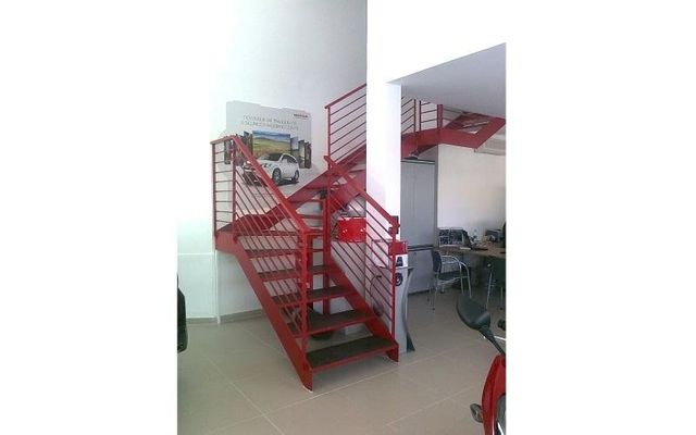 scala acciaio rosso
