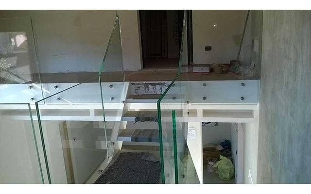 scale parapetto in vetro