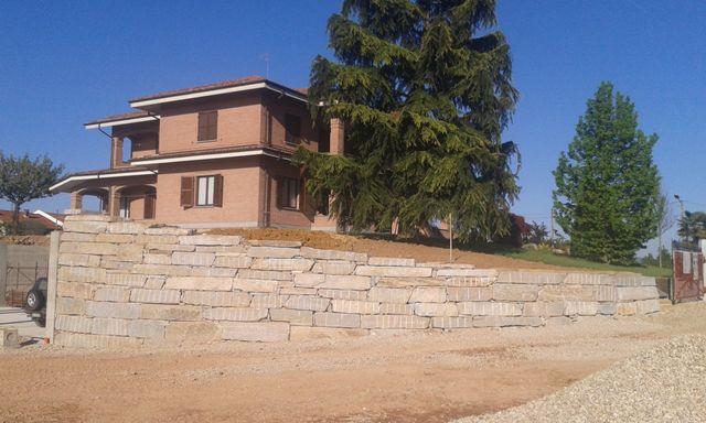 costruzione di un muro di una villa