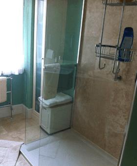 Bathroom design - Heckfield, Hampshire - Rob Cullum Plumbing & Heating - Bathroom