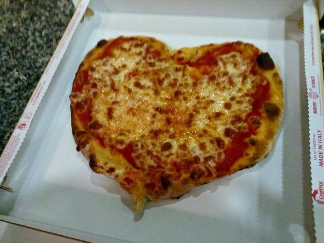 Pizza a forma di cuore
