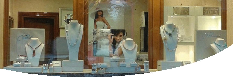 vetrina con gioielli esposti