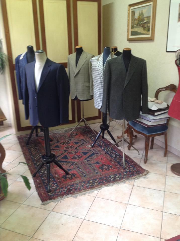 esposizione giacche in negozio