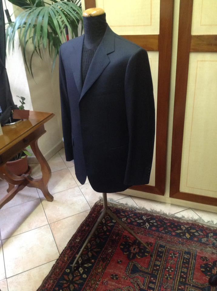 giacca abito scuro uomo