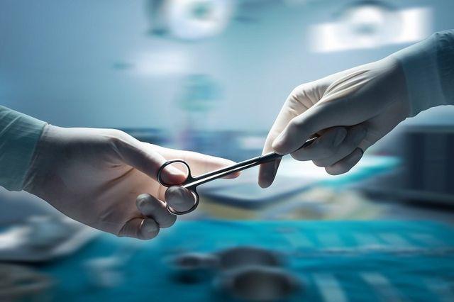 passaggio di forbice chirirgica