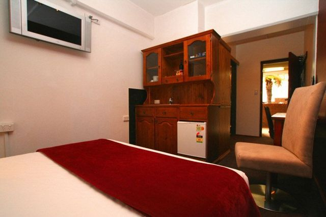 Colonial Hotel 1BR executive suite